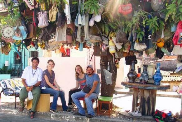 João Tatu, Amanda Gracioli, Fernanda Vareille e Gabriel Teixeira em um dia de filmagem de A loucura entre nós.