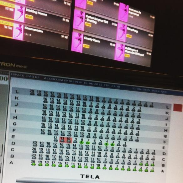 Esta foto mostra os últimos lugares restantes na noite de estreia de A loucura entre nós, cinco dias antes da exibição!