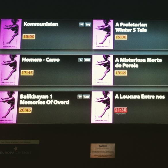 Na tela da bilheteria em Curitiba, o aviso de que a sessão de estreia estava lotada!